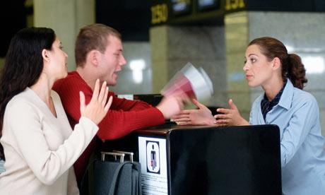 Quan tâm, lắng nghe chia sẻ của khách hàng về vấn đề họ đang gặp phải sẽ giúp bạn có những quyết định đúng đắn